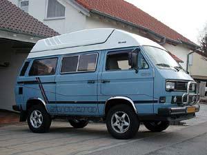 Blauwe VW T3 Syncro camper met hoog dak