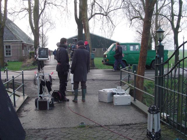 De cameraploeg en de T3 doka klaar voor de opnames