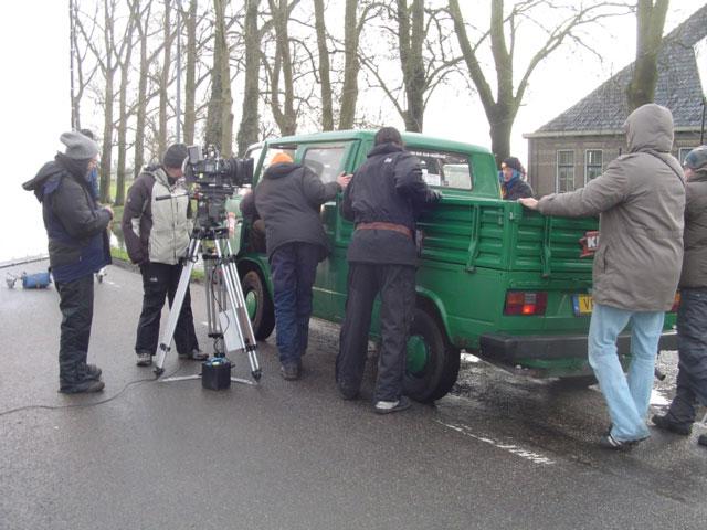 De cameraploeg en de VW T3 doka klaar voor actie.