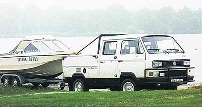 VW T3 Tristar dubbelcabine pickup Syncro met boot op trailer