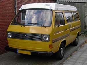 Gele VW T3 camper met laag hefdak