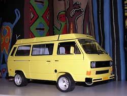 Customized VW T3 camper model van Revell in het geel