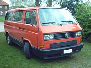 Rode VW T3 multivan met zwarte beplanking