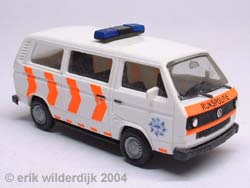 Plastic VW T3 busje schaalmodelletje van een Nederlandse politiebus