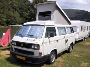 VW T3 camper met hefdak geopend