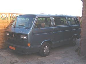 Blauwe VW T3 multivan met byumpers en beplating