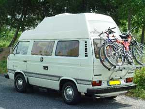 VW T3 Westfalia camper met fietsen op achterklep