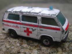 VW T3 ambulance modelletje van Matchbox in bespeelde staat