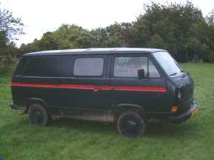 VW T3 busje in zwart rode kleuren van het A-team.