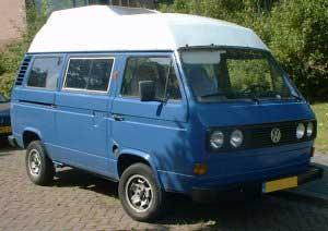 VW T3 camper blauw met een wit hoogdak