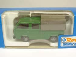 VW T3 dubbelcabine pick-up schaalmodelletje in het groen met een grijze huif in het doosje