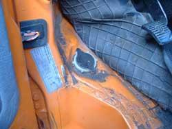 Locatie van het ruitensproeier bijvul opening van een VW T3
