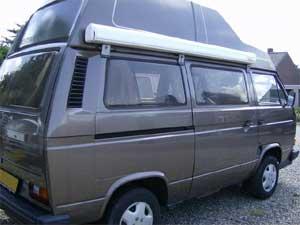 VW camper met luifel en hoogdak