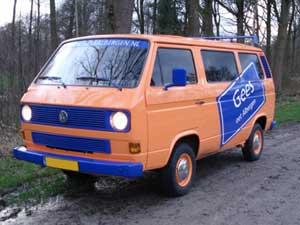 T3 personenbus oranje met blauwe decall