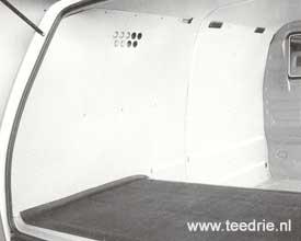 M 502 zijbkleding uit harde vezelplaten in de laadruimte van de VW T3 bus