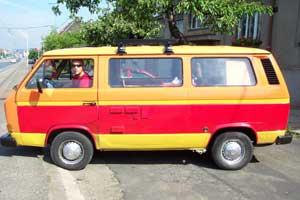 VW T3 Caravelle geel met rode baan