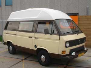 Two tone bruin gekleurde camper met wit dak